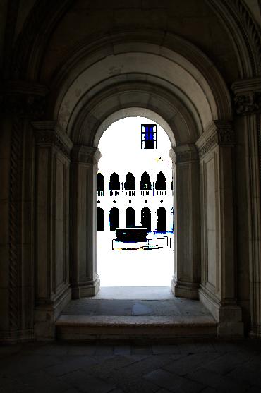 doorway-1420437_1920